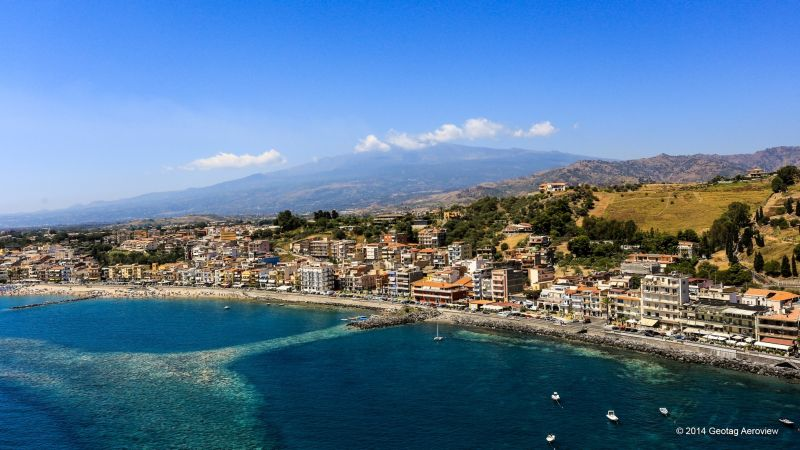 Italy sicily messina giardini naxos tripinview for Mobilia giardini naxos