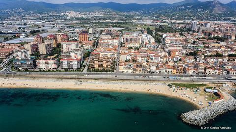 Tripinview ponent beach of vilassar de mar ponent beach for Piscina premia de mar