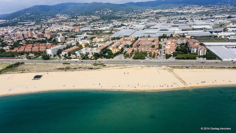 Spain catalu a barcelona llevant beach of premi de mar for Piscina premia de mar