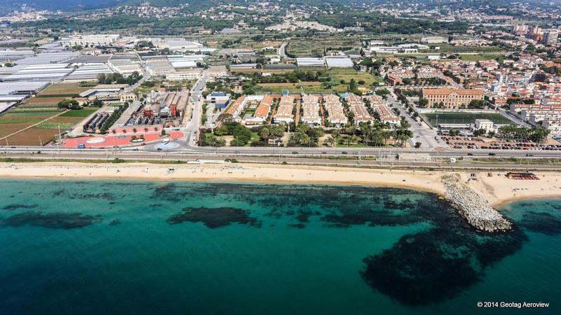Spain catalu a barcelona ponent beach of premi de mar for Piscina premia de mar